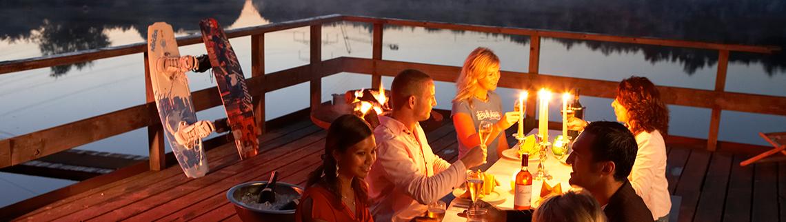 Dinner auf Floß